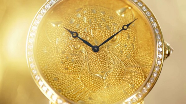 montre-rotonde-de-cartier-42mm-panthere-en-granulation_videoscreen