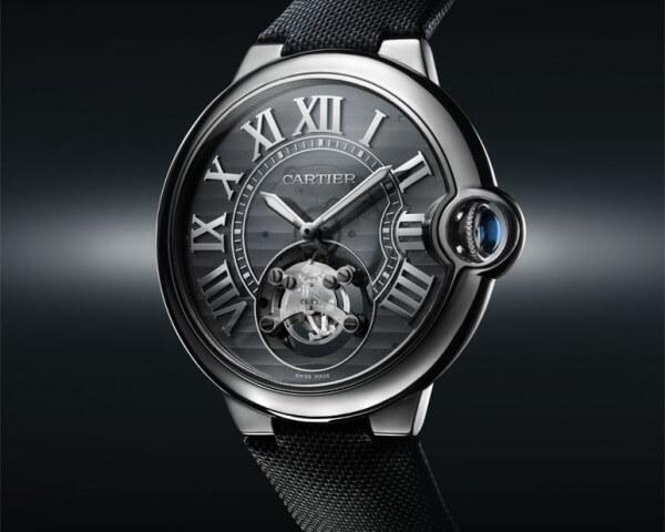 Cartier ID One : boîtier de 46 mm en niobium-titane, bracelet en tissu, boucle déployante réglable en or gris 18 carats © Cartier