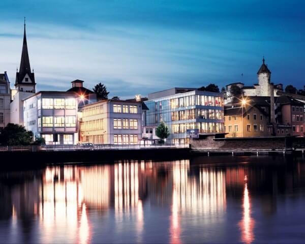 La manufacture IWC, implantée à Schaffhouse, n'a jamais cessé de former à l'horlogerie et aux autres métiers connexes © IWC