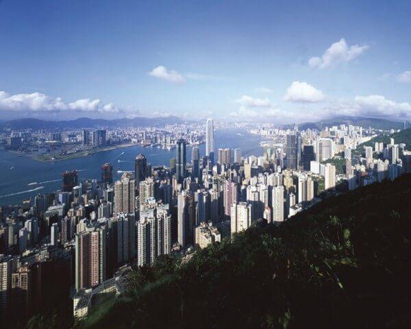 Hong Kong représente une destination très appréciée des touristes asiatiques puisqu'ils y trouvent des produits fortement détaxés dont des montres – photo HKTDC