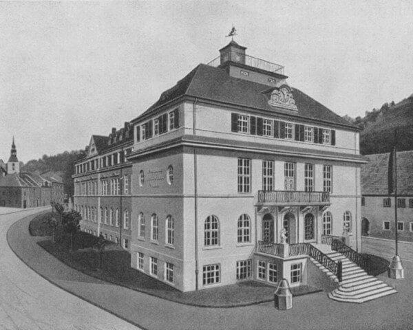 Le bâtiment de l'ancienne Ecole allemande d'Horlogerie au tournant du siècle dernier © Libre de droits