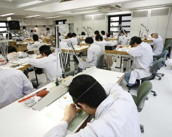 Classe de cours de L'Ecole Hiko Mizuno à Tokyo © Hiko Mizuno college of Jewelry