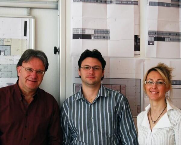 De gauche à droite, Roger Waeber, Président du conseil d'administration de Waeber HMS, Laurent Waeber, directeur opérationnel, et Natacha Corazzin, responsable administrative © BIPH