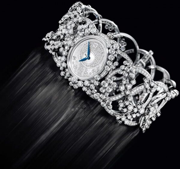 Chacune des pièces serties de diamants qui constituent la collection Millenary Précieuse d'Audemars Piguet sera fabriquée en seulement cinq exemplaires. Audemars Piguet crée chaque année des montres serties de pierres précieuses dans quatre catégories différentes. Celle-ci représente la catégorie la plus élevée.