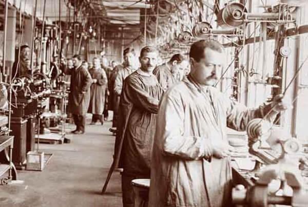 Atelier de fabrication d'ébauches au début du 20e siècle © ETA