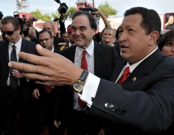 Hugo Chavez (droite) avec Oliver Stone à la Mostra de Venise en 2009 (creative commons)