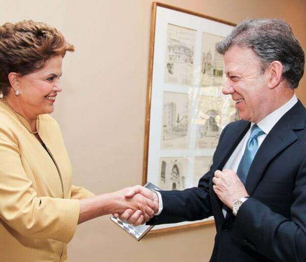 Le président colombien Juan Manuel Santos avec Dilma Rousseff, présidente du Brésil. Le président porte une montre Piaget © Roberto Stuckert Filho