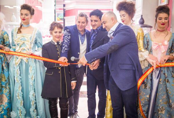 Jean-Marie Schaller (premier homme depuis la gauche), CEO de Louis Moinet, lors de l'inauguartion de la première boutique en nom propre à Moscou