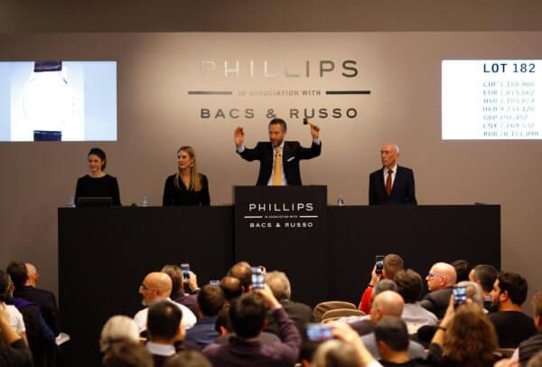 Organisant deux ventes nocturnes, Phillips réussit à créer une atmosphère de fête tout un week-end.