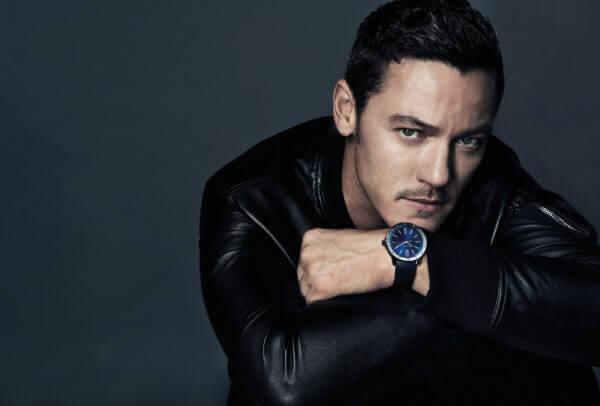 La montre Bulgari Bulgari portée par l'ambassadeur de la marque, Luke Evans, en 2017