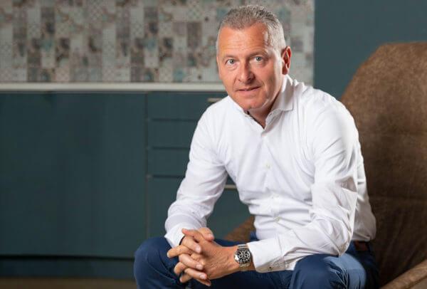 Patrik Hoffmann, ancien CEO d'Ulysse Nardin, est chargé de développer les activités de WatchBox en Suisse et en Europe.