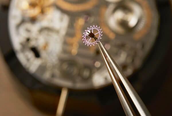 Classique Chronométrie 7727 calibre 574DR avec composants en silicium © Breguet