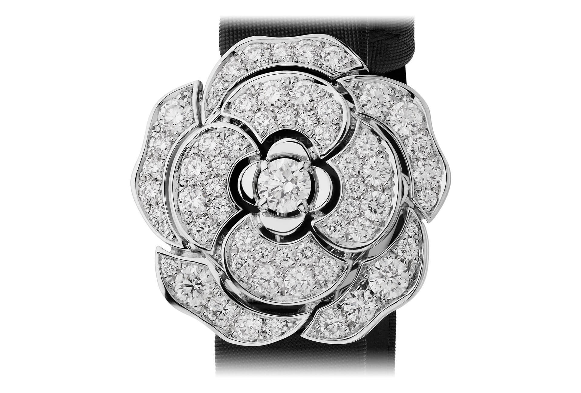 c71dd01736bd2b Ladies' watches add beauty and glamour to the Grand Prix d ...