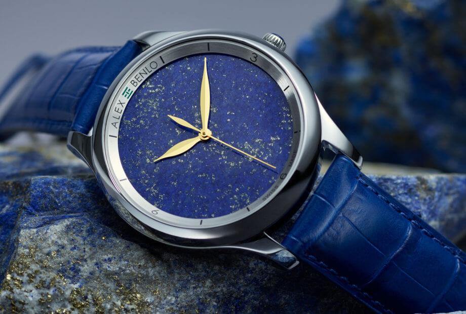 «Unique as you are», tel est le slogan d'Alex Benlo puisque chaque cadran de pierre est unique. Ici, la collection Lapis-Lazuli.