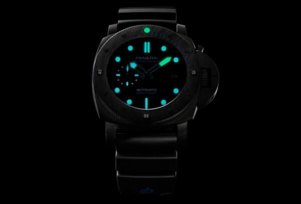 Submersible Carbotech (de nuit) © Panerai