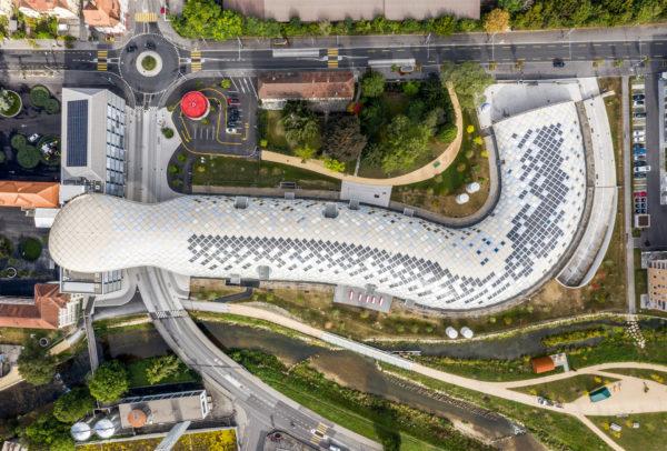 Le nouveau siège de Swatch, à Bienne, ressemble à une queue de serpent.