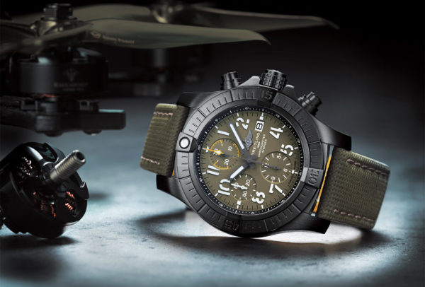 Avenger Chronograph 45 Night Mission © Breitling