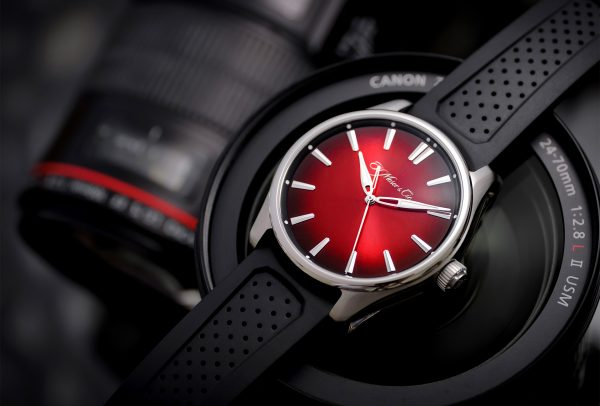 Pioneer Centre Seconds Swiss Mad Red © H. Moser & Cie