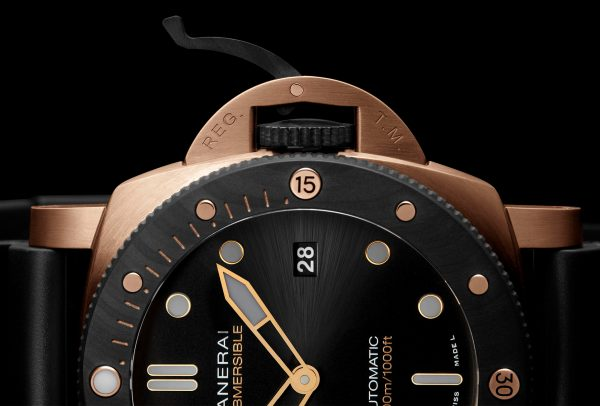 Submersible Goldtech™ Orocarbo 44mm © Panerai